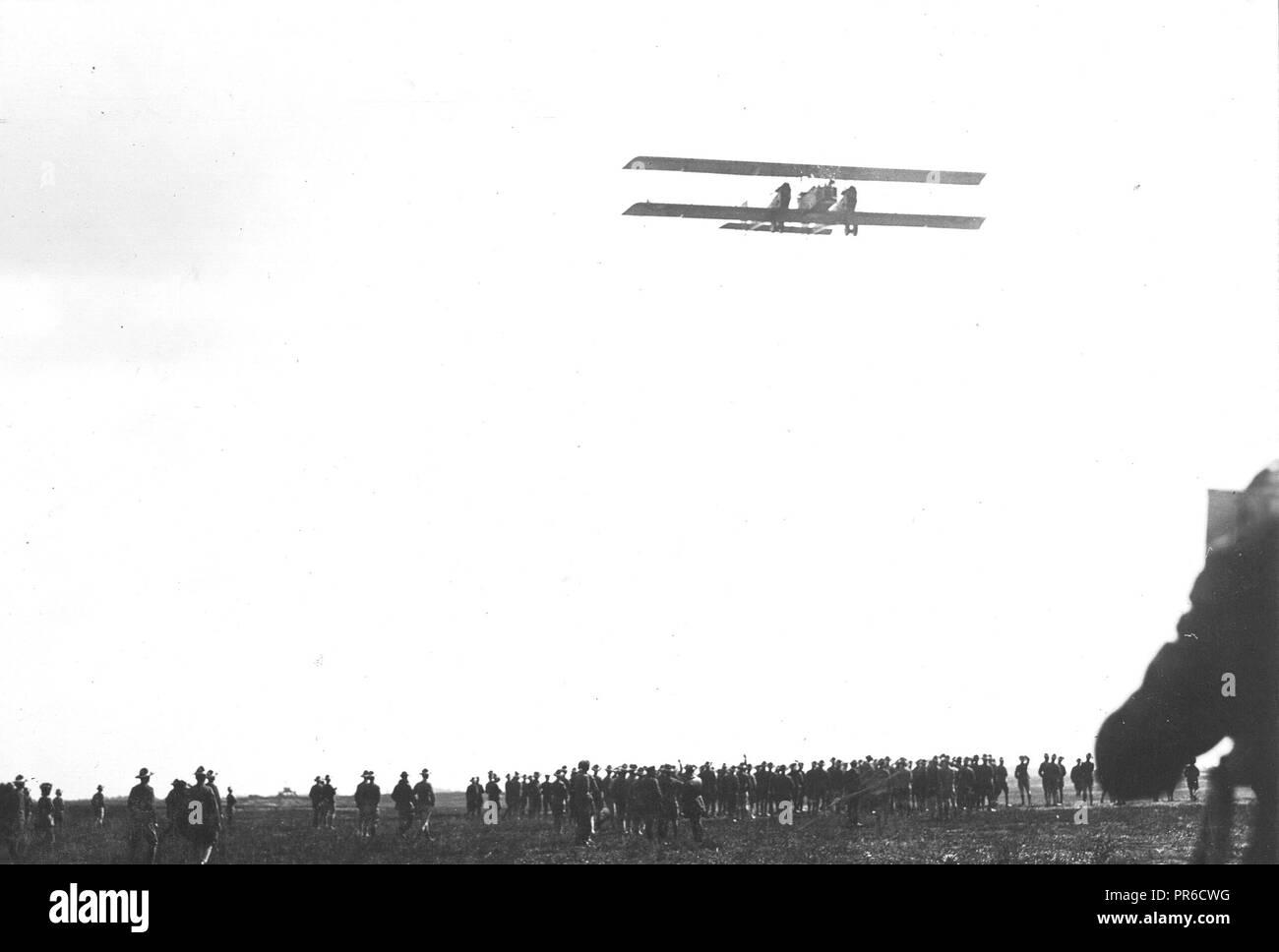 Hazelhurst Field, Mineola, L.I. Caproni bombing plane on its trial flight - Stock Image