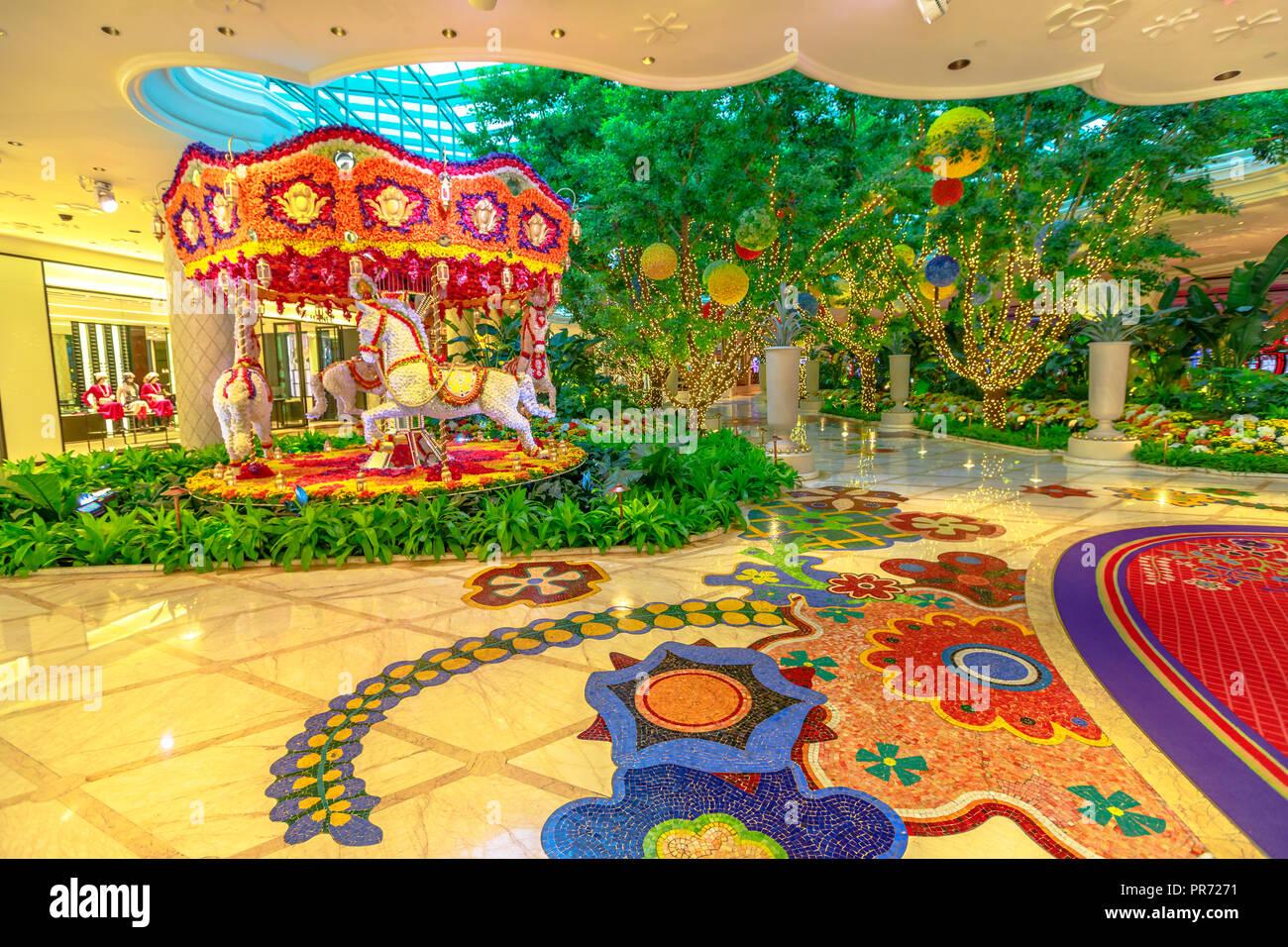 Las Vegas Nevada Usa August 18 2018 Animated Flowers Carousel In The Lobby At Wynn Hotel