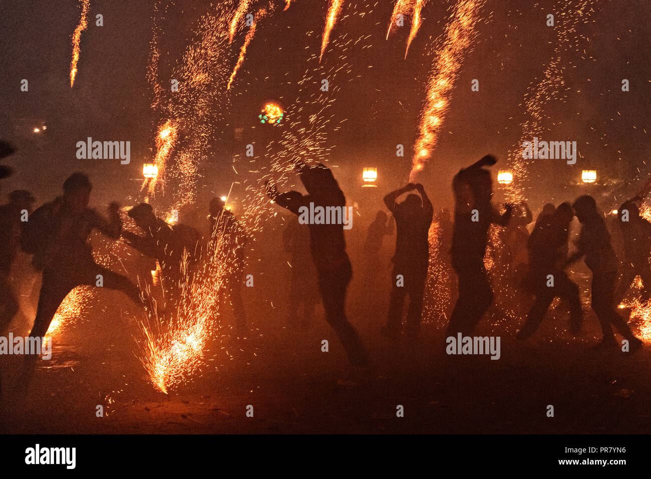 San Miguel de Allende, Mexico. 29th Sept 2018. Residents scramble as they are pelted by pyrotechnic sky rockets during the Alborada festival September 29, 2018 in San Miguel de Allende, Mexico. The unusual festival celebrates the cities patron saint with a two hour-long firework battle at 4am representing the struggle between Saint Michael and Lucifer. Credit: Planetpix/Alamy Live News - Stock Image