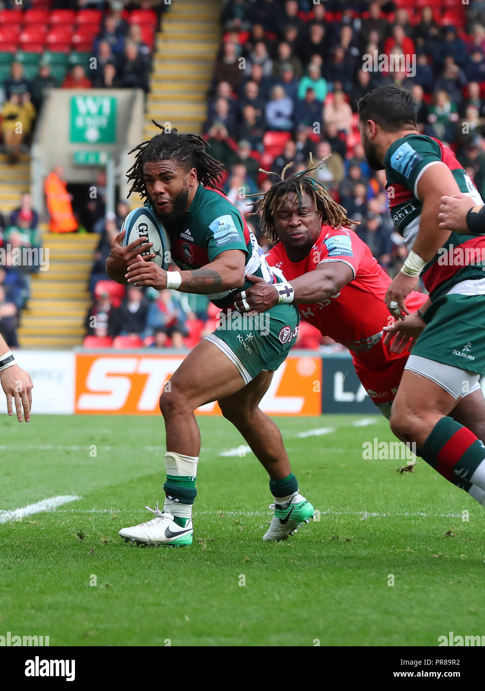Leicester, UK. 30 September 2018.   Kyle Eastmond (Leicester Tigers) is tackled by Marland Yarde (Sale Sharks) during the Gallagher Premiership Rugby match played between Leicester Tigers and Sale Shards rfc at the Welford Road Stadium, Leicester.  © Phil Hutchinson/Alamy Live News - Stock Image