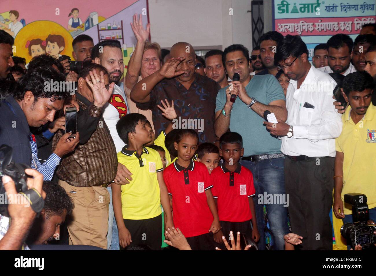 Mumbai India 29th Sep 2018 Former American Professional Boxer Mike Tyson Seen Waving To The Children