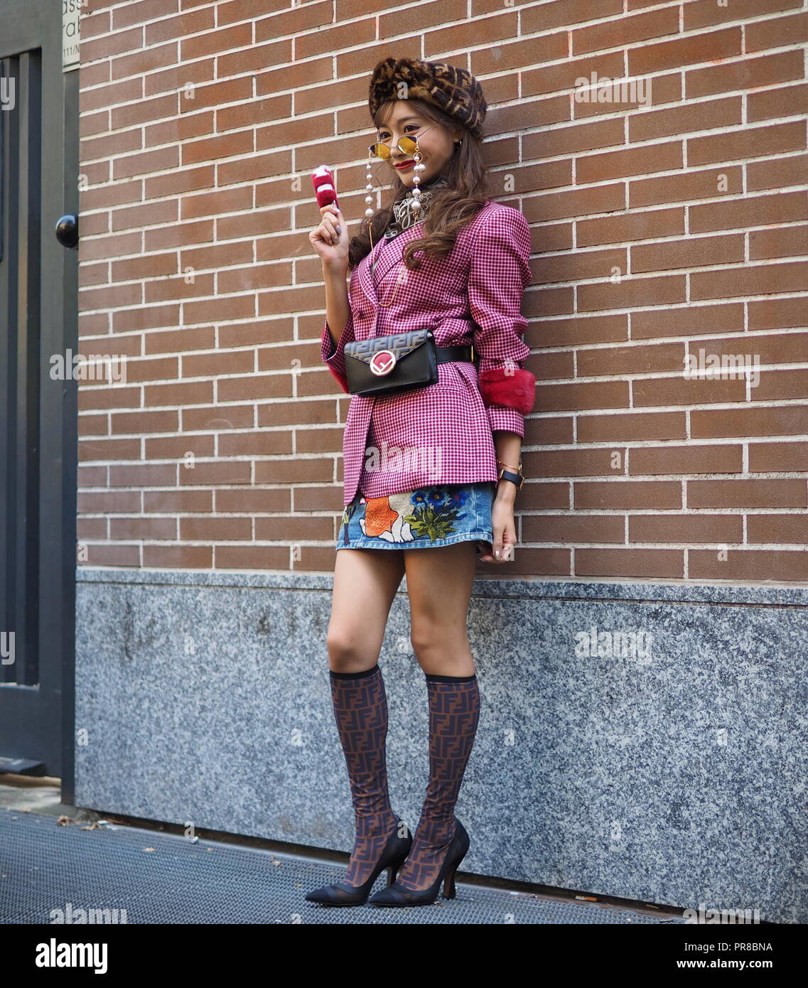 MILAN, Italy, 20 septembre 2018: Fashion blogger posing for photographers in street style before FENDI fashion show during Milan fashion week - Stock Image