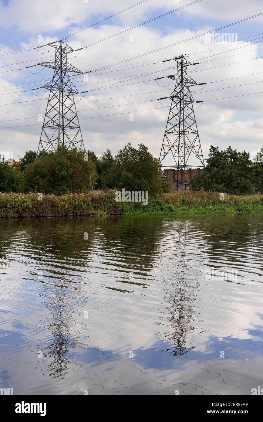 River Mersey at Latchford, Warrington. Elctricity pylons. - Stock Image