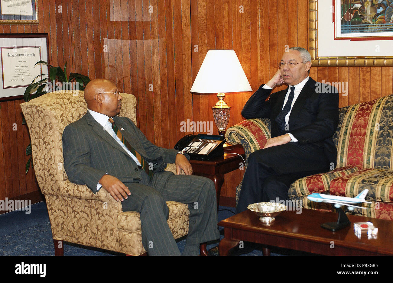 Visit of former Secretary of State and Chairman of the Joint Chiefs of Staff, General Colin Powell, to HUD headquarters to meet Secretary Alphonso Jackson, aides - Stock Image