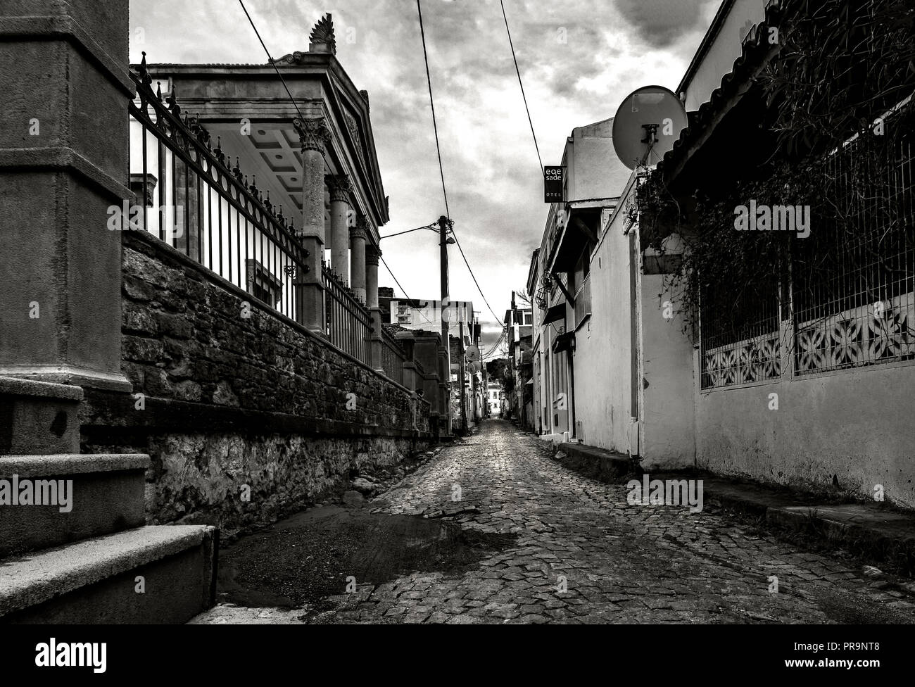 Old houses in the back streets of Ayvalik - Stock Image