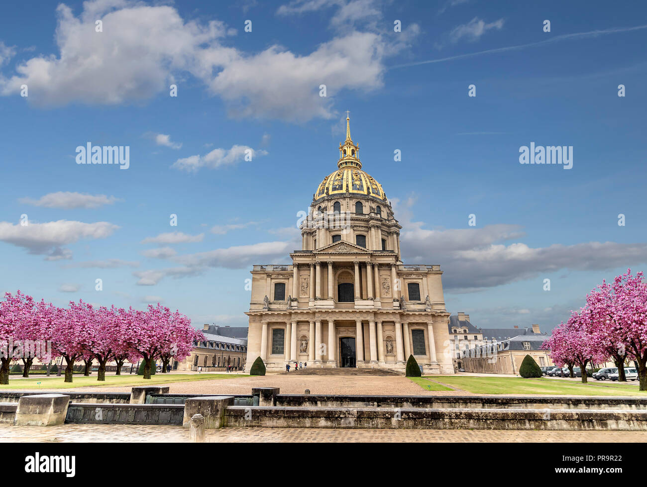 Les Invalides (National Residence of the Invalids) - complex of museums and monuments in Paris, France. Les Invalides is the burial site for some of F - Stock Image