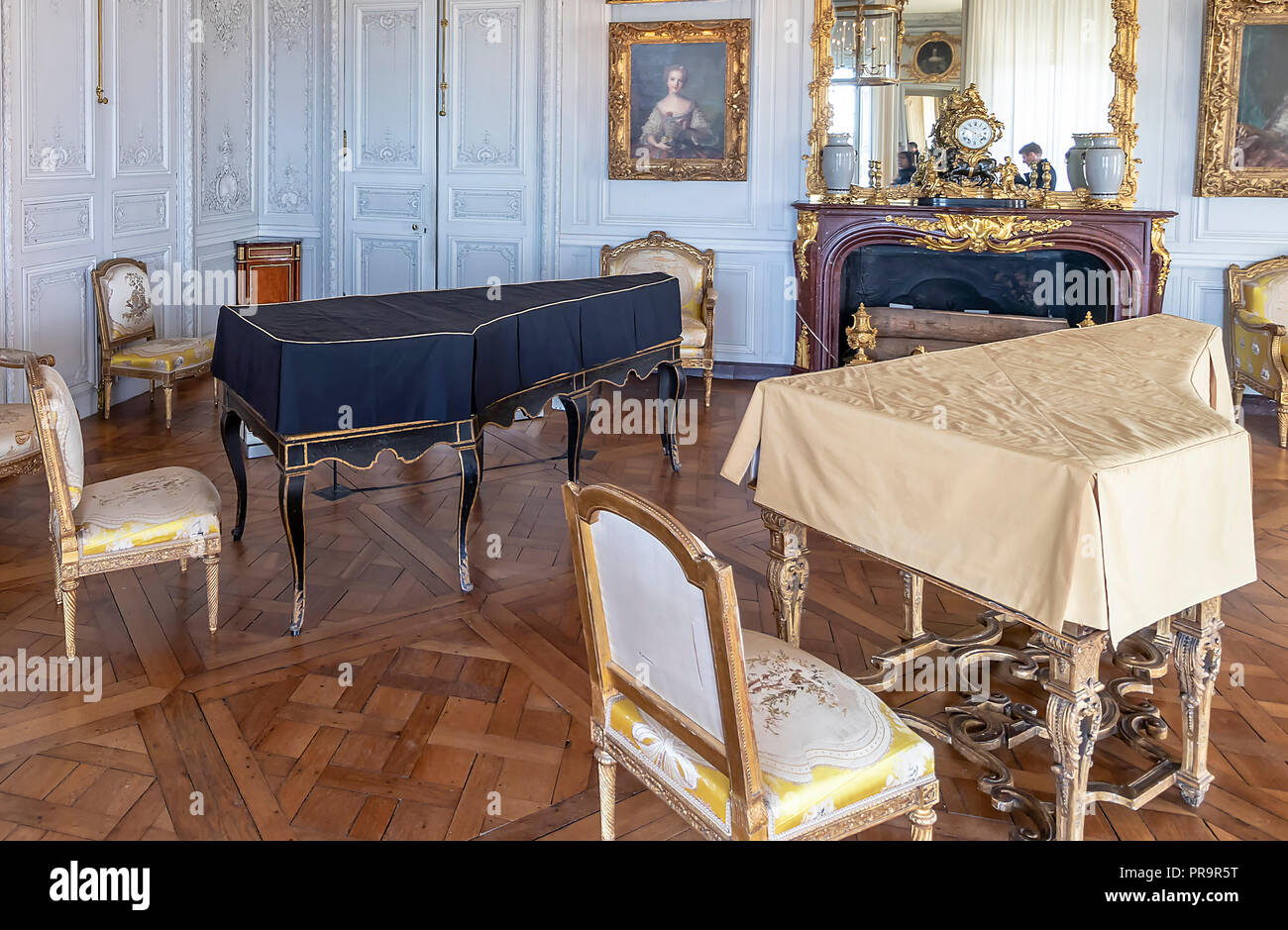 Music Room French Art Palace Stock Photos & Music Room French Art ...