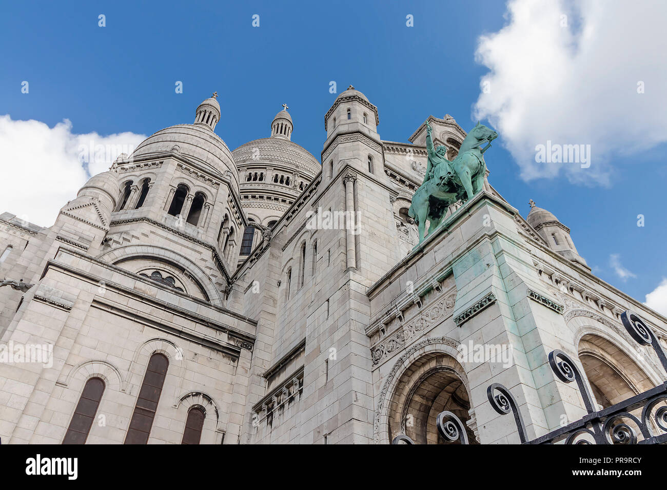The Basilica of the Sacred Heart of Paris is a Roman Catholic church and minor basilica, dedicated to the Sacred Heart of Jesus, - Stock Image