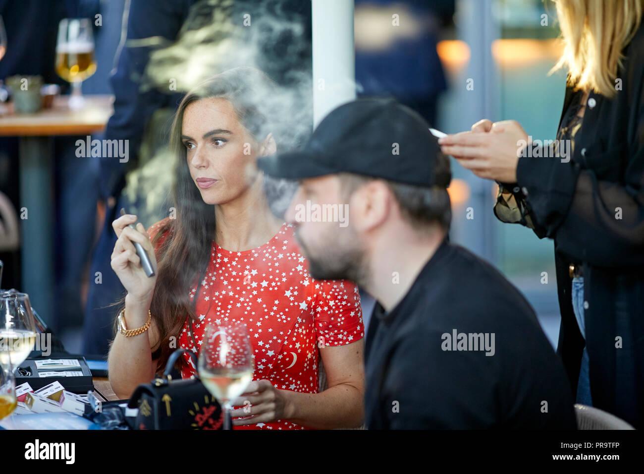 celebrity actress Jennifer  Metcalfe  smoking using vape happing pens in Manchester - Stock Image