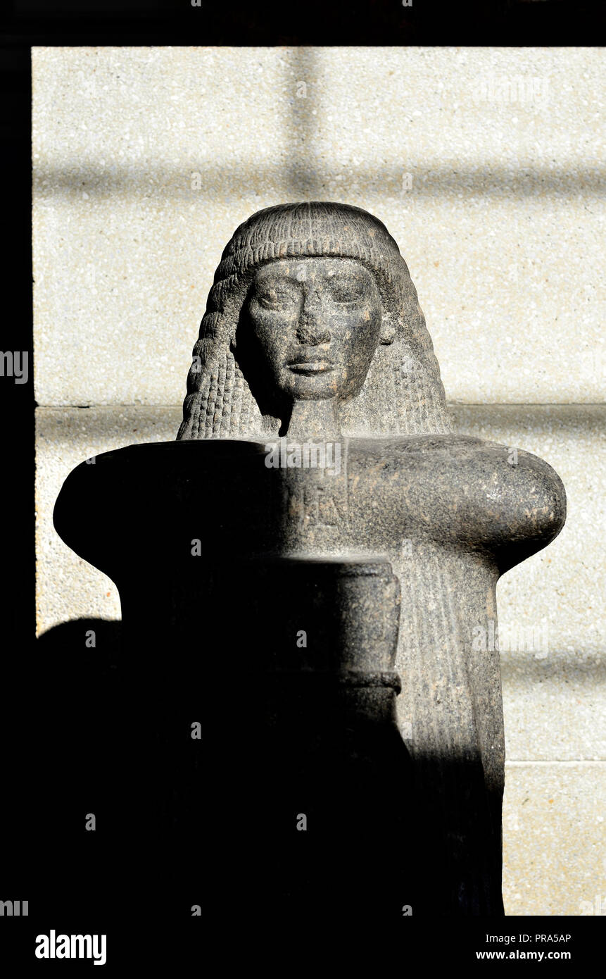 Statue of Roy - high priest of Amun-Ra in Thebes. British Museum, Bloomsbury, London, England, UK. 19th Dynasty, c1220-1200BC from Karnak, Temple of M - Stock Image