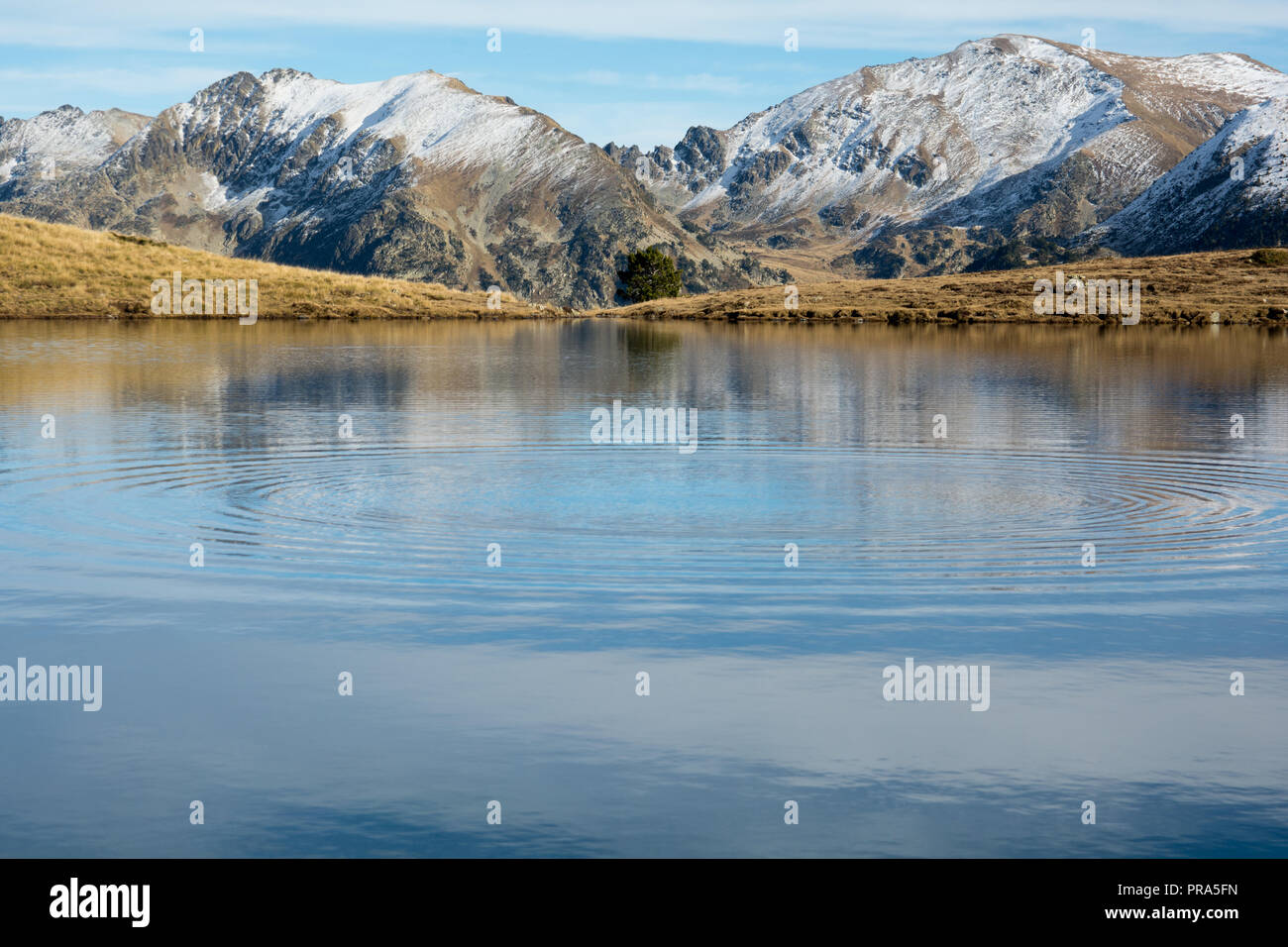 Autumn in Lake Querol, El Tarter, Canillo, Andorra. - Stock Image