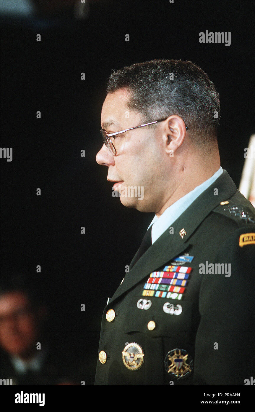 General Colin Powell, chairman of the Joint Chiefs of Staff, speaks during a press conference at the Pentagon regarding Operation Desert Storm. - Stock Image