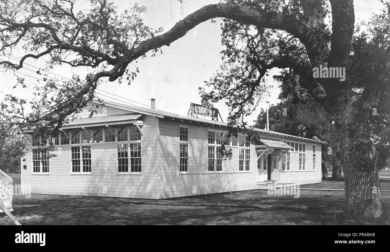 1918 - Libraries - Alabama through Iowa - Camp Fremont, Palo Alto, Cal. The camp library building - Stock Image