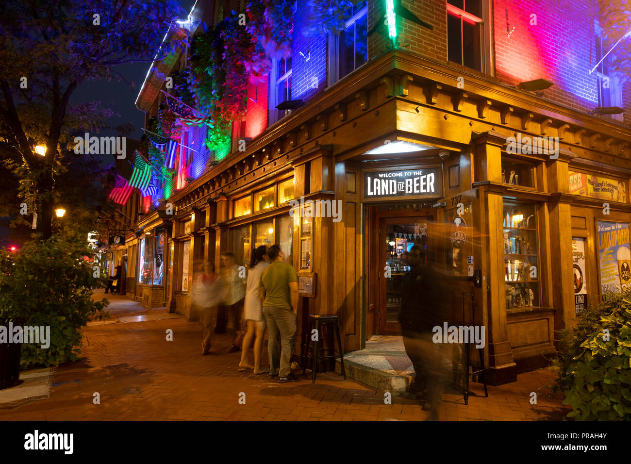 USA Maryland Baltimore Fells Point Maxs on Broadway Land of Beer bar tavern pub nightlife - Stock Image