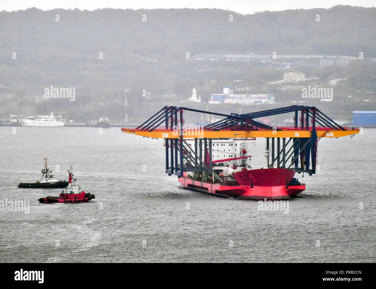 Vladivostok, Russia. 01st Oct, 2018. VLADIVOSTOK, RUSSIA - OCTOBER 1, 2018: Overhead cranes aboard the Zhen Hua 17 heavy load carrier are being delivered to the Vladivostok seaport from Shanghai. The cargo capacity of each crane is 45 tonnes, the span measuring 63 metres; the cranes are to speed up the transshipment of containerized freights at the Vladivostok seaport. Yuri Smityuk/TASS Credit: ITAR-TASS News Agency/Alamy Live News - Stock Image