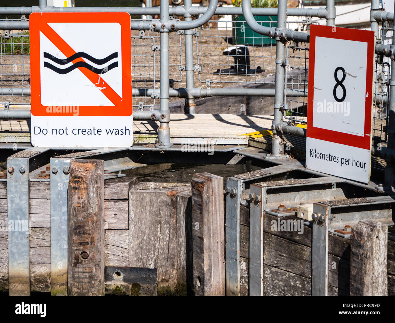 Speed Limit On River Thames, Lock Gates, Abingdon Lock, Abingdon, Oxfordshire, England, UK, GB. - Stock Image