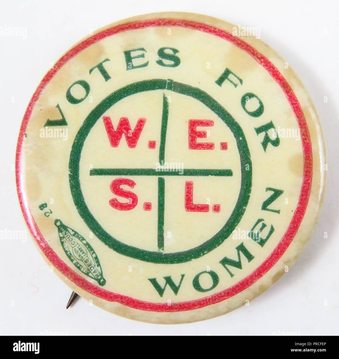 Red, white, and green suffrage pin, with the text 'Votes For Women WESL, ' manufactured for the American market, by the Wage Earner's Suffrage League (WESL) an organization seeking to involve working women in the suffrage campaign, 1915. Photography by Emilia van Beugen. () - Stock Image