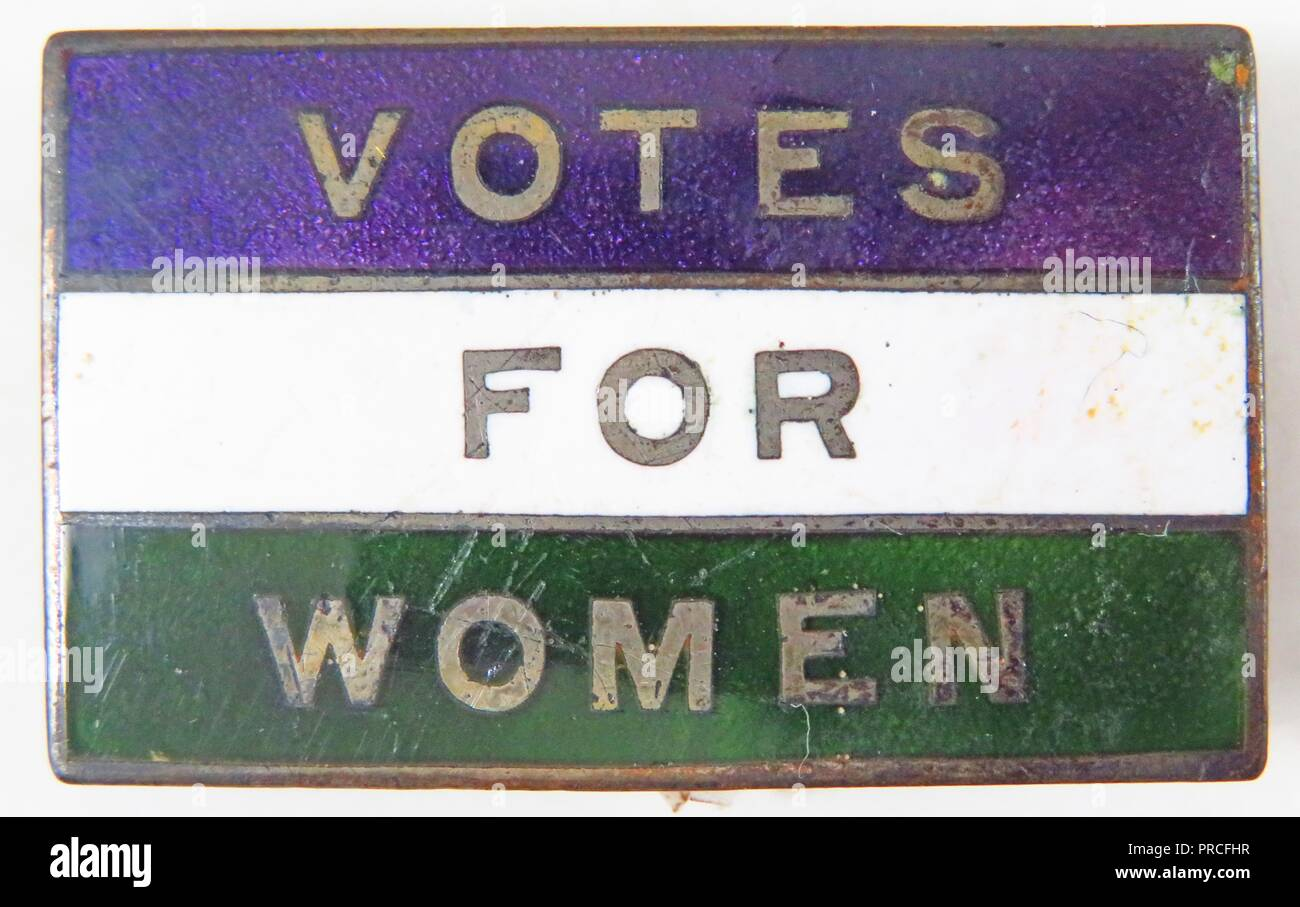 Green, white, and purple, rectangular, enameled, suffrage pin, with the text Votes for Women, likely manufactured for the American market, using colors associated with English militant organizations, such as Harriot Stanton Blatch's Women's Political Union, 1900. Photography by Emilia van Beugen. () - Stock Image
