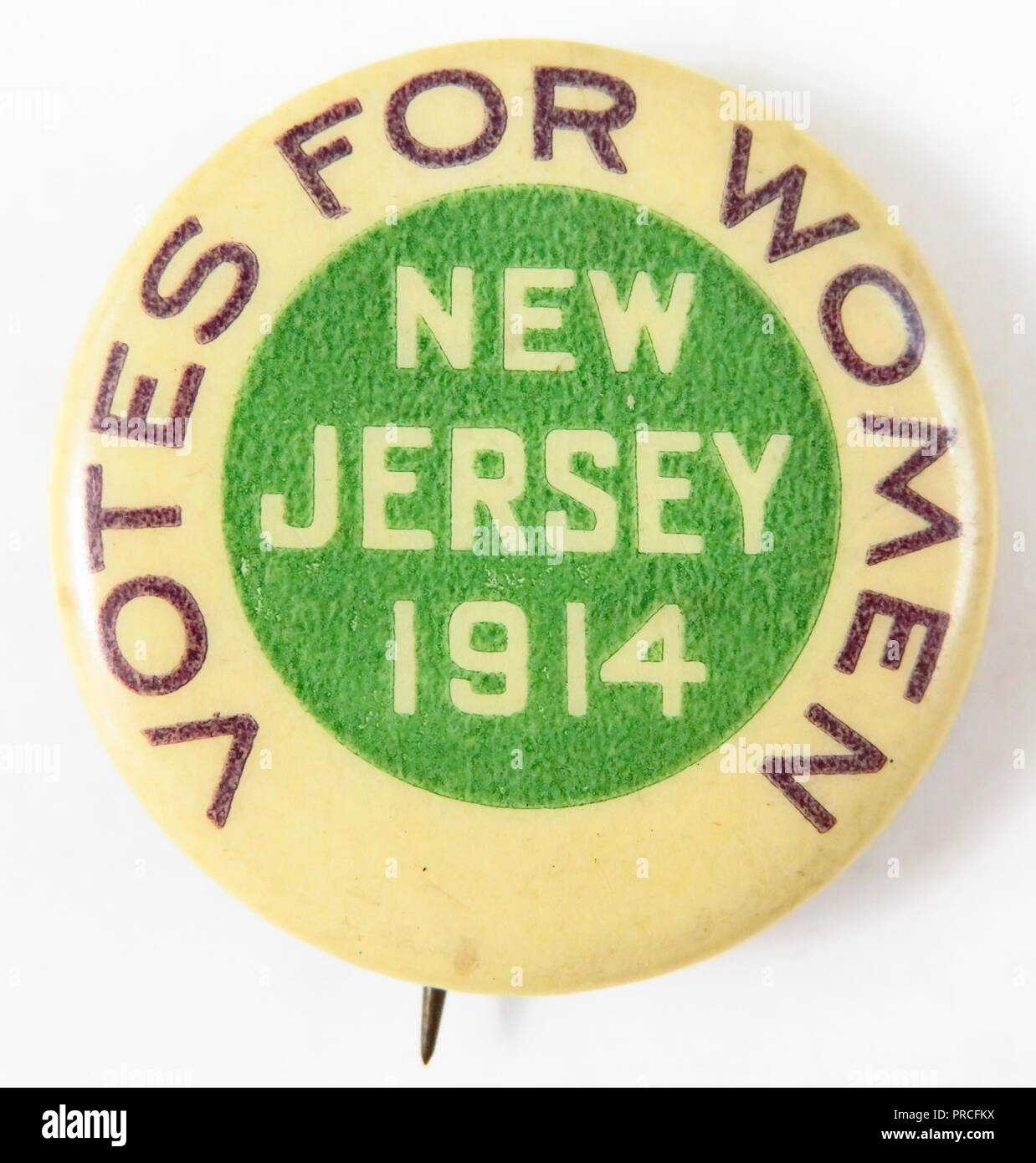 Purple, green, and white suffrage pin, with the text Votes for Women, New Jersey, 1914 manufactured for the American market, by the Women's Political Union (WPU) of New Jersey, 1914. Photography by Emilia van Beugen. () - Stock Image