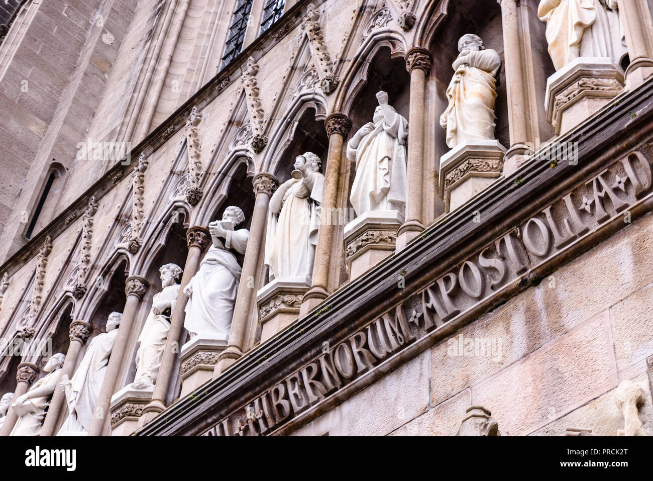 Marble statues of saints above the entrance of Armagh Roman Catholic Cathedral, Armagh, Northern Ireland. - Stock Image