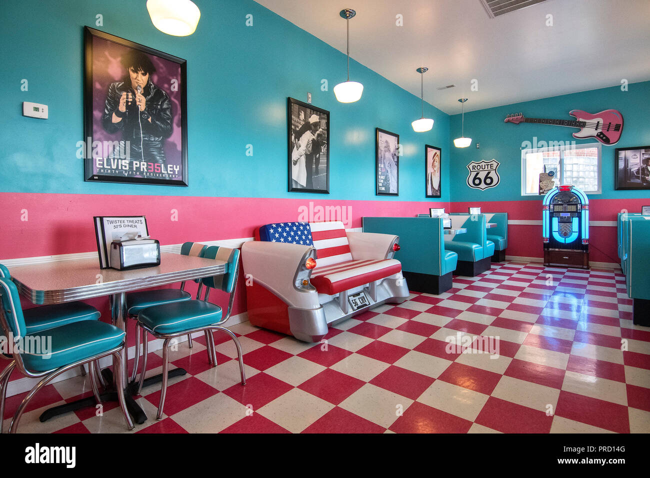Twistee Treat Diner and Pink Elephant Antique Mall on Route 66, Livingston, Illinois, USA. - Stock Image