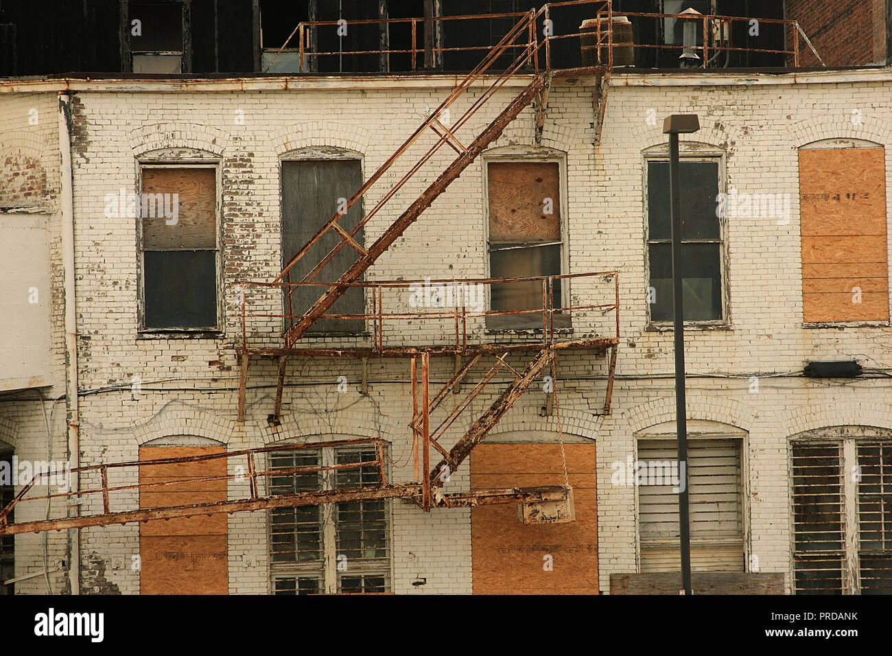 Old, decrepit buildings in Roanoke, Virginia - Stock Image