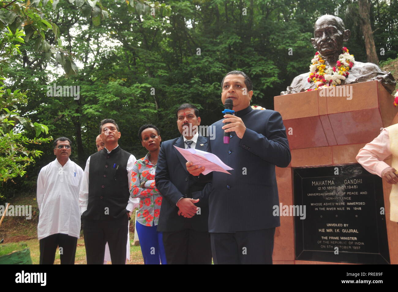Jinja, Uganda. 2nd October, 2018: The High Commissioner of India in Uganda Ravi Shankar (right) addressing guests during celebrations to mark Mahatma Gandhi's 149th Birthday and the International Day of Non Violence at the Source of the Nile in Jinja. Members of the Indian Association Uganda, officials from Busoga Kingdom Tourism Ministry and Jinja residents joined other Indians all over the World in celebrating the 149th birthday of Mahatma Gandhi and the International Day of Non-Violence. In Uganda, they garlanded Mahatma Gandhi's Statue with flowers. Credit: Donald Kiirya/Alamy Live News. - Stock Image