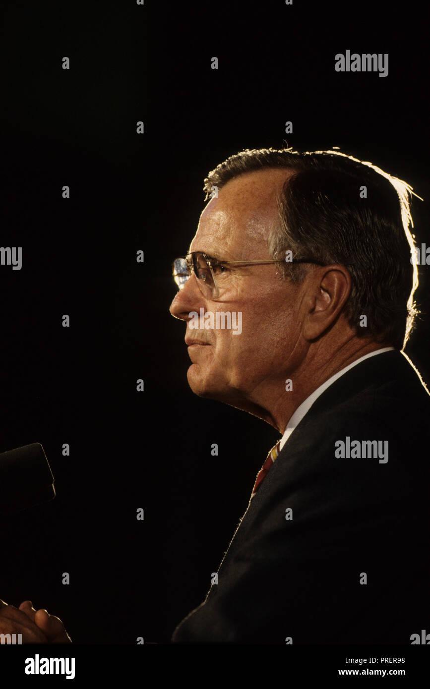 President HW Bush, Bush 41, speaking in Chicao in  October 1992  Photograph by Dennis Brack bb24 - Stock Image