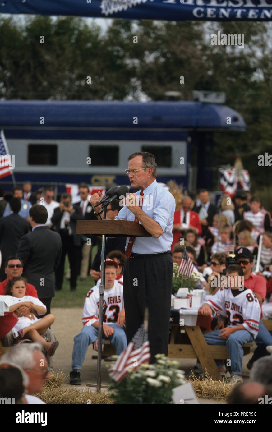 George  HW Bush  (Bush 41), on  a train campaign in October 1992  Photograph by Dennis Brack bb24 - Stock Image
