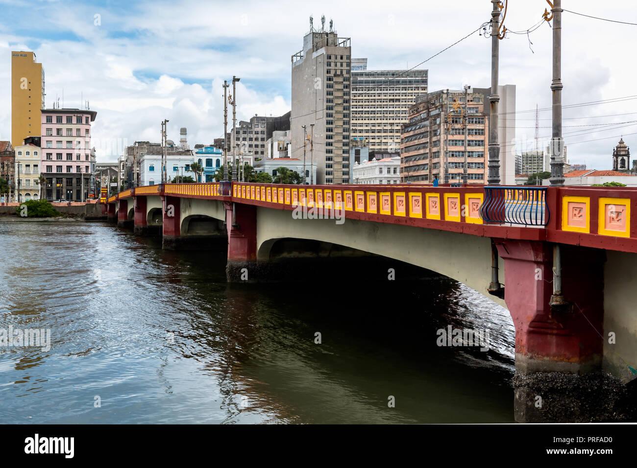 Capibaribe River (Rio Capibaribe), Alfandega Bund (Cais da Alfândega), Recife, Pernambuco, Brazil - Stock Image