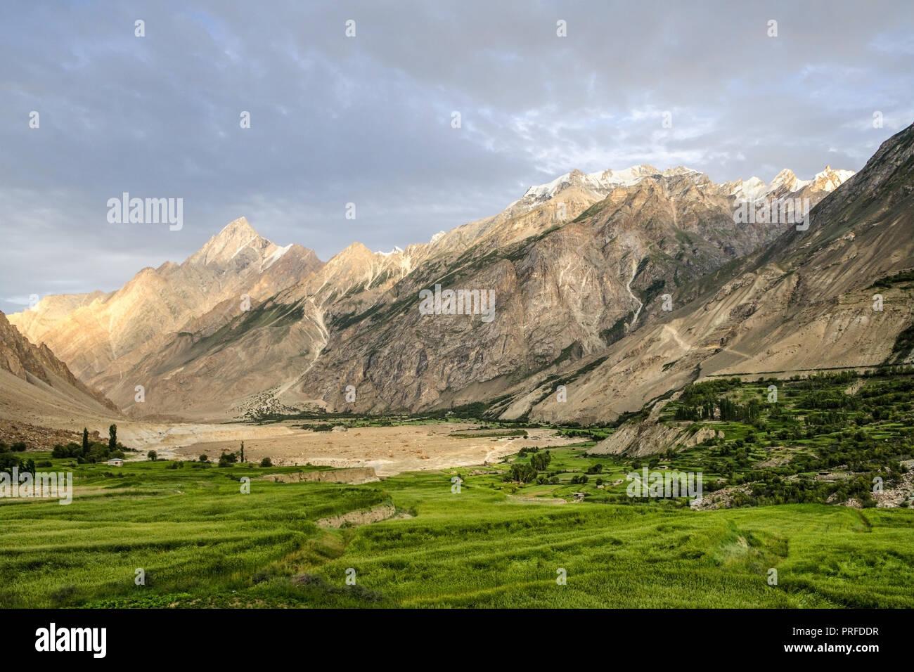 View from the fields of Askole village, Gilgit-Baltistan, Pakistan - Stock Image