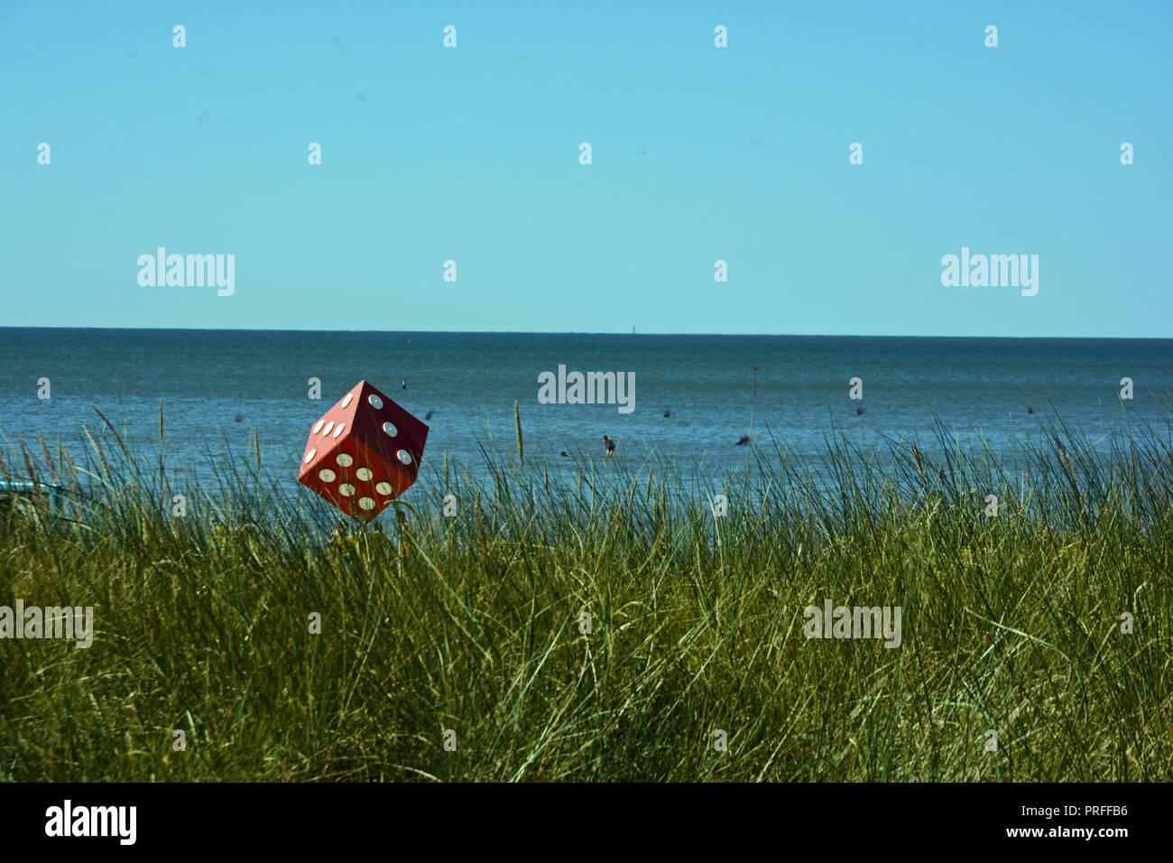 Würfel    Meer    Himmel    Gras    Wasser - Stock Image