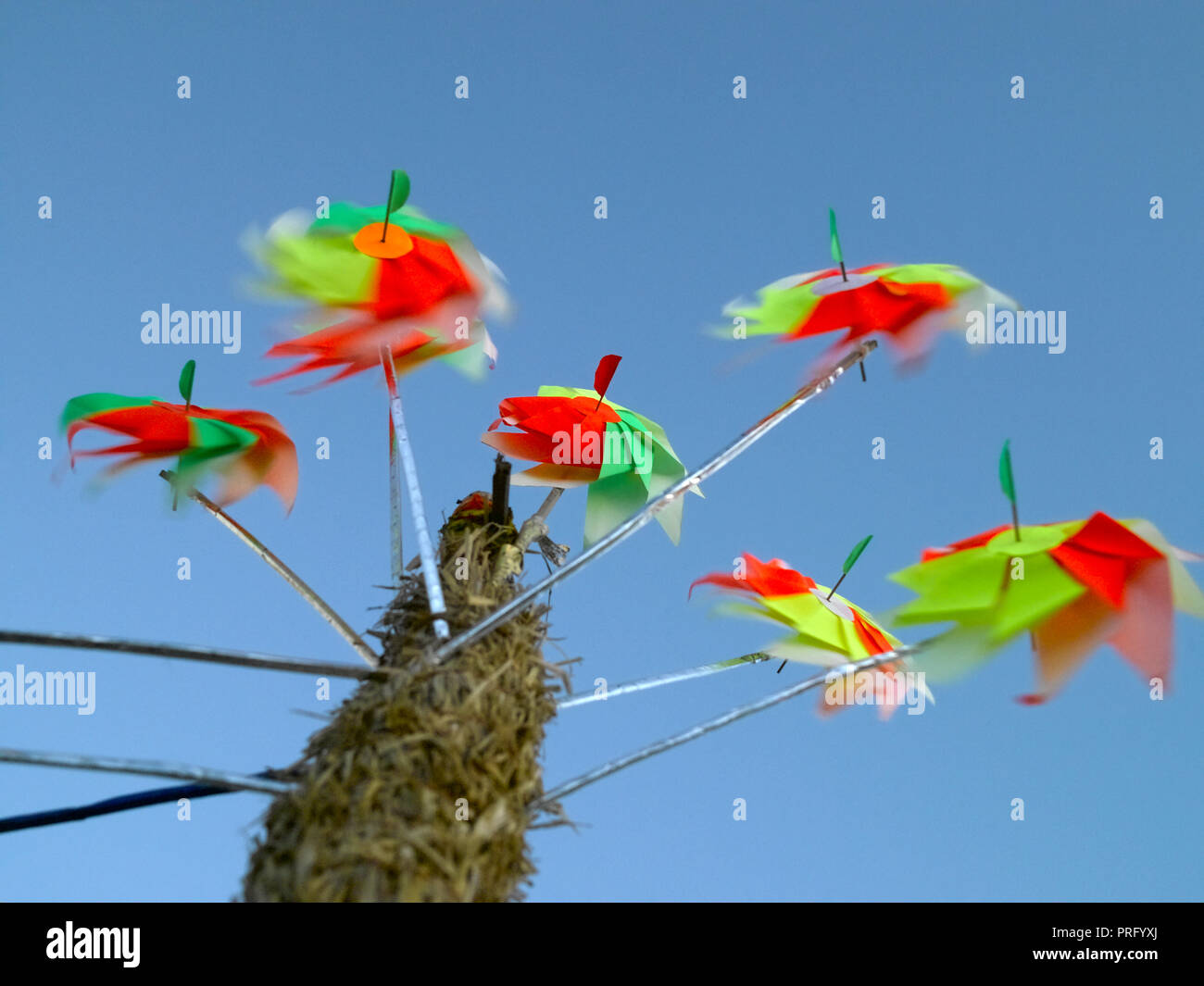 PIN WHEELS WHIRLING IN THE WIND AT CHOWPATTY, MUMBAI, INDIA, ASIA Stock Photo