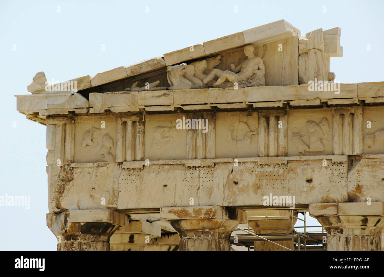 Greece. Athens. Acropolis. Parthenon. The Doric order. Architectural detail. Entablature: cornice (pediment and raking cornice), frieze (trygliphs and metopes), architrave and capitals (Abacus and echinus). 5th century BC. - Stock Image