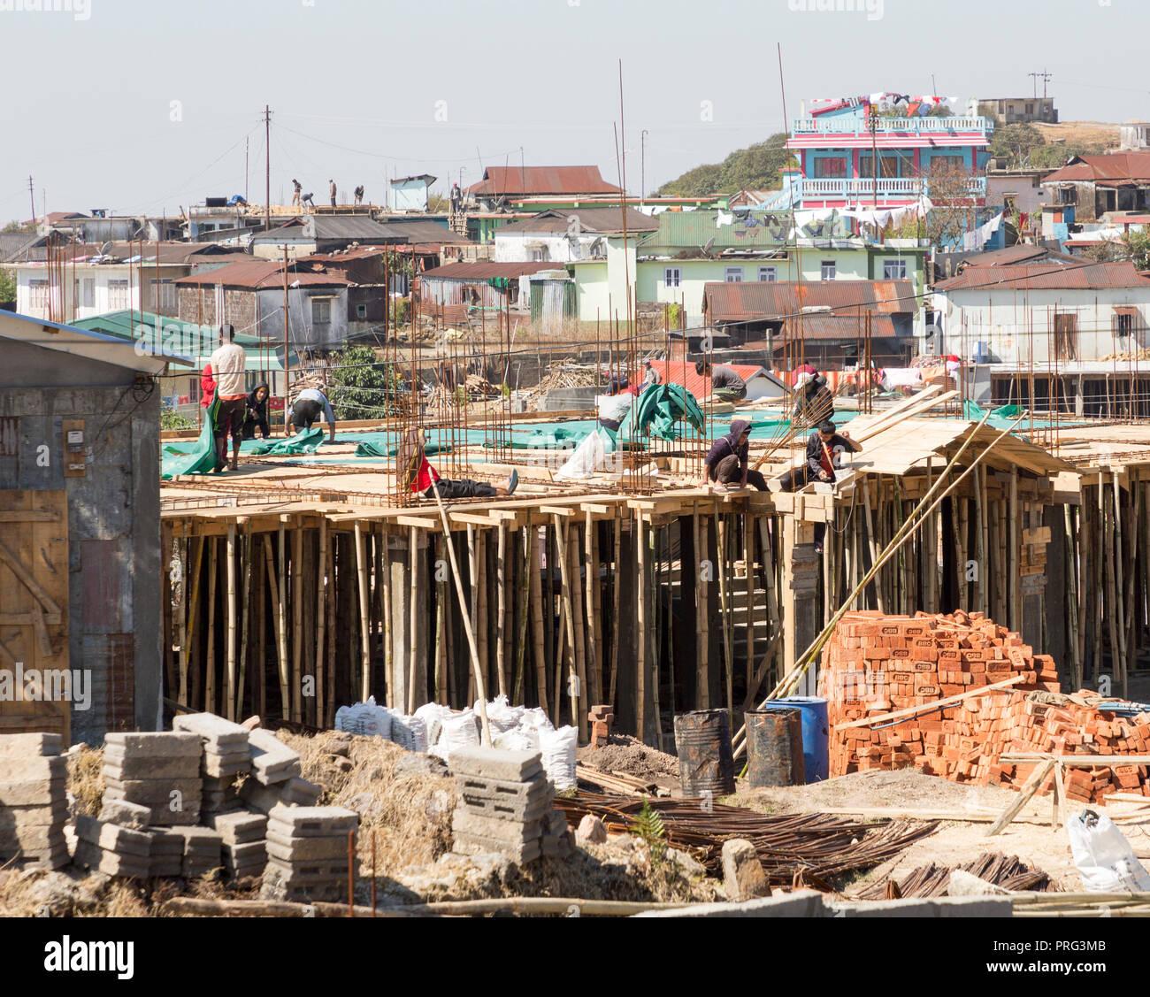 Building construction using bamboo scaffolding supports, Mawsynram, Meghalaya, India - Stock Image