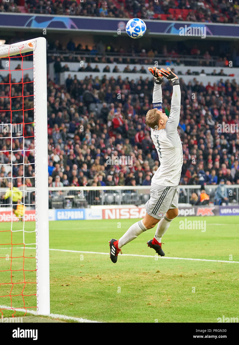 FC Bayern Soccer, Munich, October 02, 2018 Manuel NEUER, FCB 1 fights for  the ball, catches, catch, hold, action, frame, cut out, reaction, fist, ...