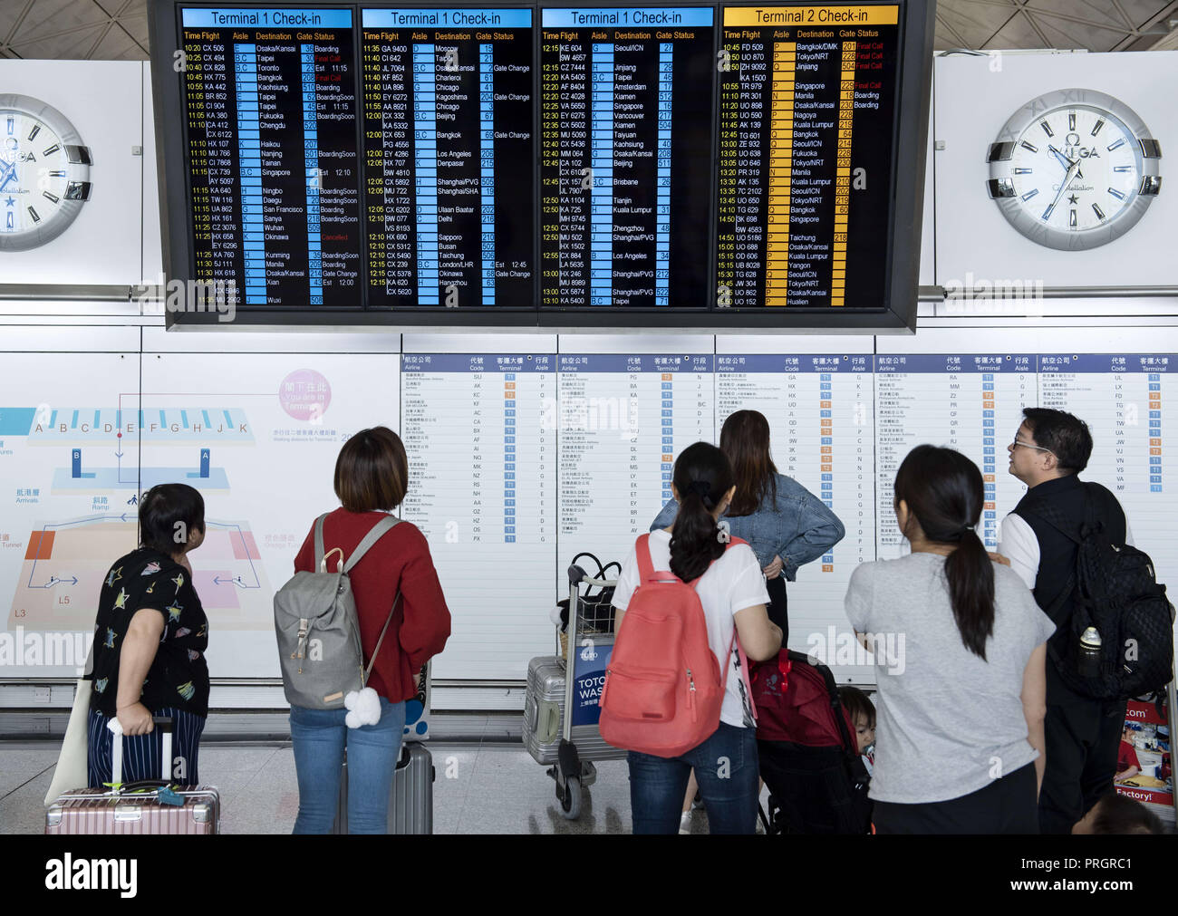 Chek Lap Kok island, Hong Kong. 1st Jan, 2014. Passengers are seen looking at a screen where airline assigned check-in desk are located. Credit: Miguel Candela/SOPA Images/ZUMA Wire/Alamy Live News - Stock Image