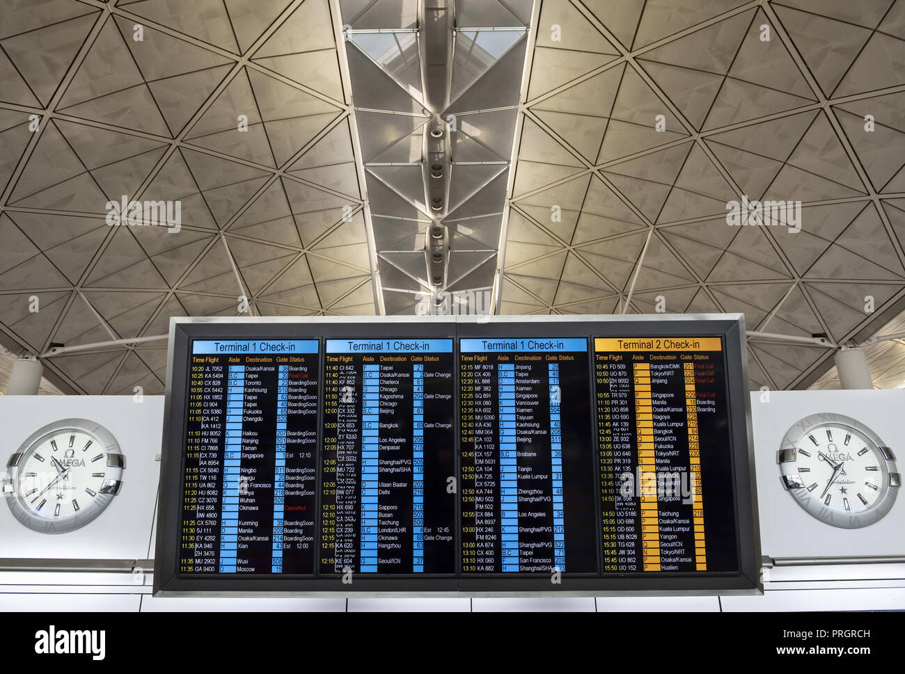 Chek Lap Kok island, Hong Kong. 1st Jan, 2014. Airport screen is seen showing airline check-in desk location and flights schedule and status. Credit: Miguel Candela/SOPA Images/ZUMA Wire/Alamy Live News - Stock Image