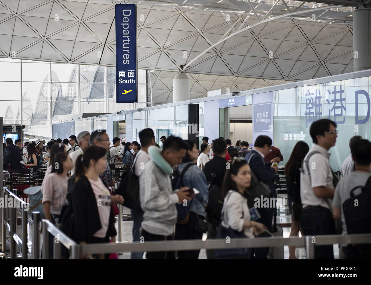Chek Lap Kok island, Hong Kong. 28th Sep, 2018. Travellers are seen in a queue waiting to go through the security terminal. in Hong Kong. Credit: Miguel Candela/SOPA Images/ZUMA Wire/Alamy Live News - Stock Image