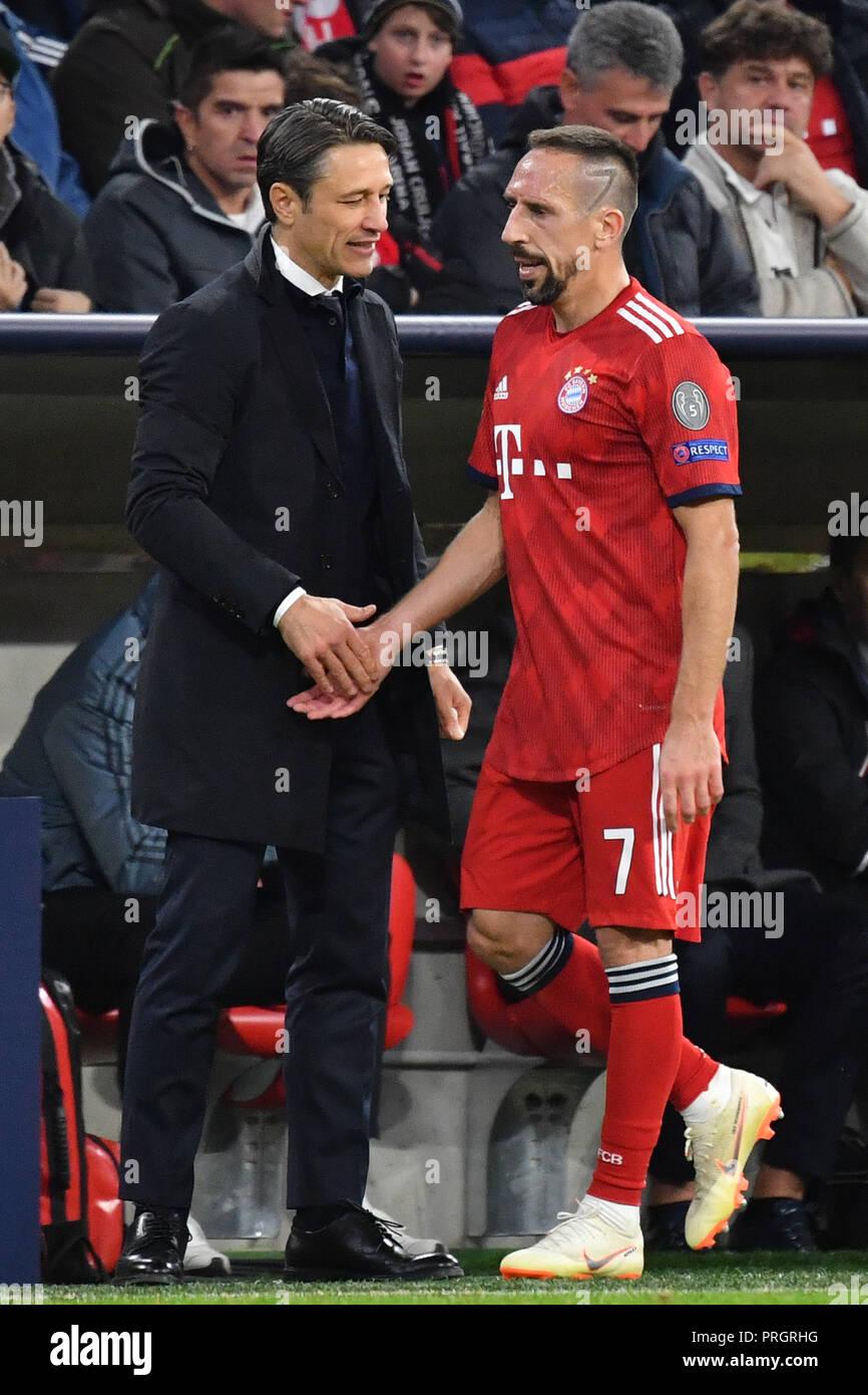 Munich, Deutschland. 02nd Oct, 2018. Niko KOVAC (coach FC Bayern Munich) with Franck RIBERY (FC Bayern Munich) after Substitutions, Bayern Munich-Ajax Amsterdam 1-1, Football Champions League, Group E, on 02.10.2018. ALLIANZAREN A.   usage worldwide Credit: dpa/Alamy Live News - Stock Image