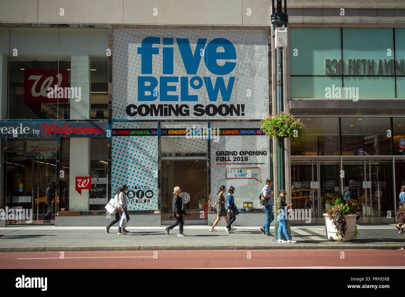 Five Below Store Stock Photos & Five Below Store Stock