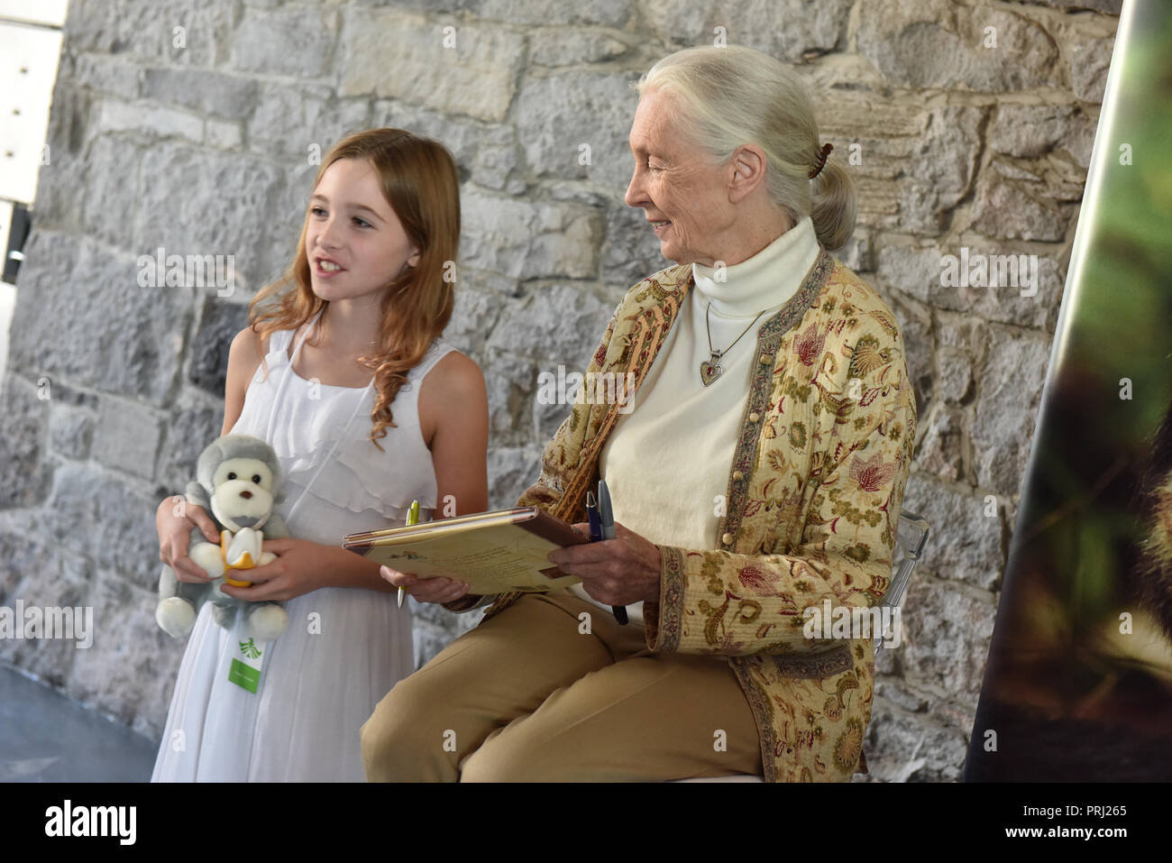 Jane Goodall surrounded by fans at the 2016 International Conference on Sustainable Veterinary Practice , Montreal, Canada - Stock Image