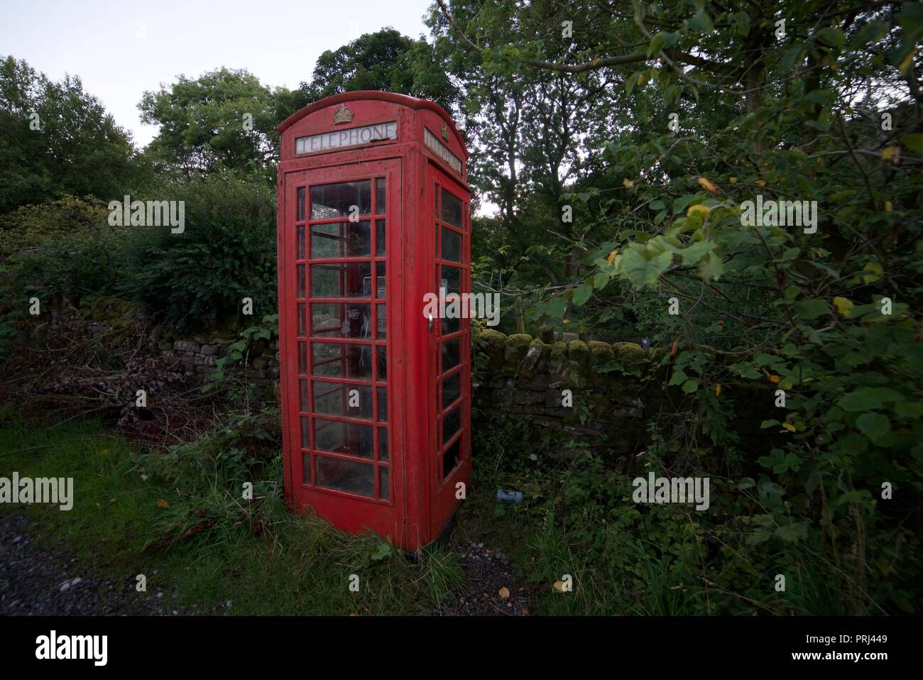Red Telephone Box in the British Countryside - Stock Image