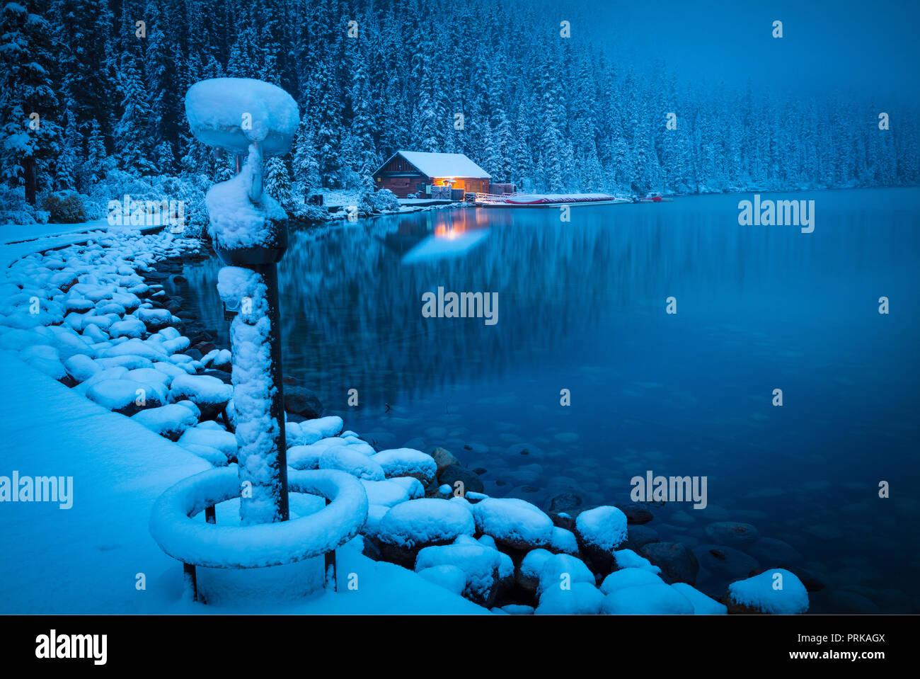 Lake Louise is aglacial lakewithinBanff National ParkinAlberta,Canada. - Stock Image