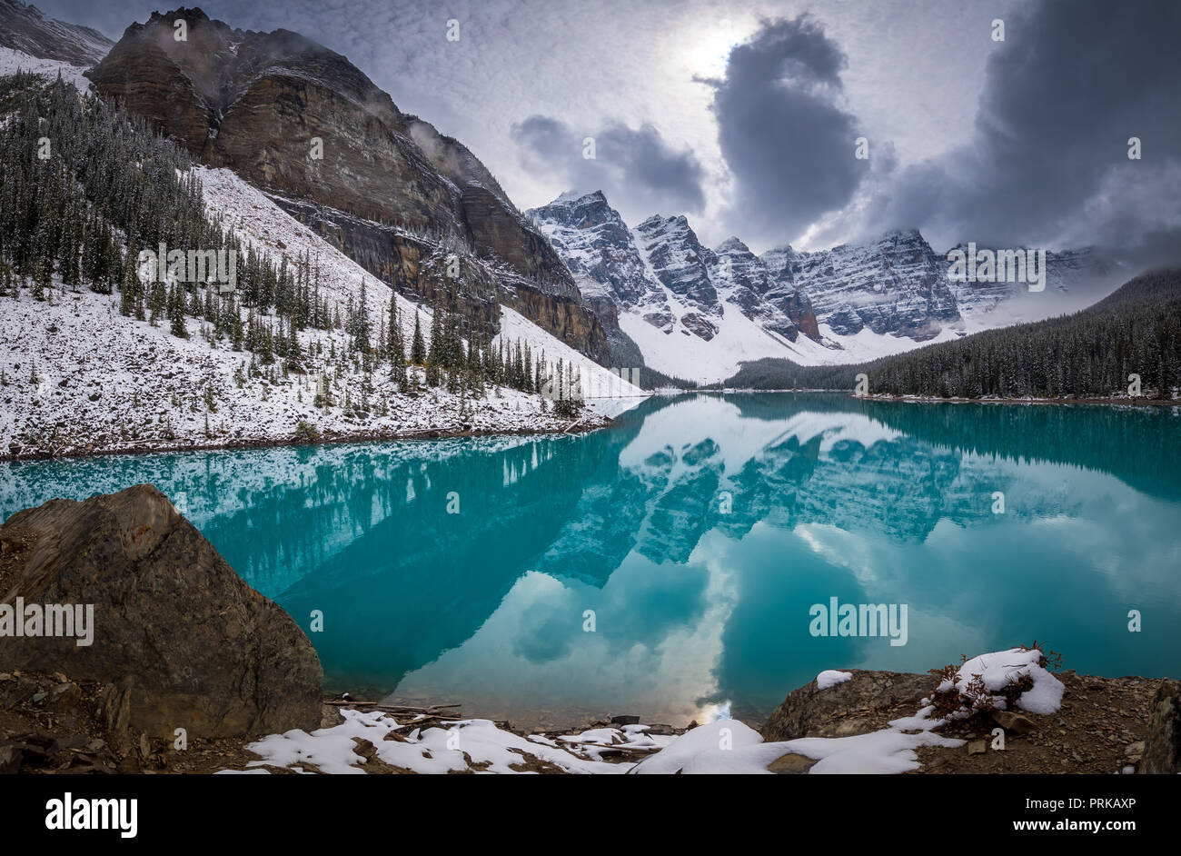Moraine Lake is a glacially fed lake in Banff National Park, 14 kilometres (8.7 mi) outside the Village of Lake Louise, Alberta, Canada. - Stock Image