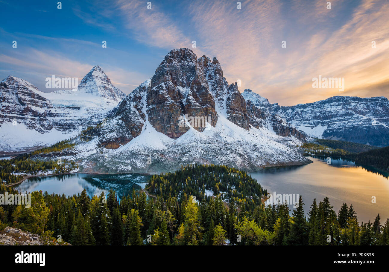 Mount Assiniboine is a pyramidal peak mountain located on the Great Divide, on the British Columbia/Alberta border in Canada. - Stock Image