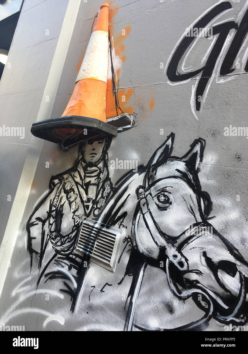 Duke of Wellington with police cone on his head, Glasgow, Scotland. - Stock Image