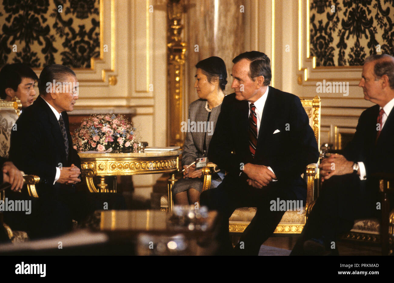 President HW Bush meets with Japanese Prime Minister Noboru Takeshita when  President Bush traveled to Japan to attend the funeral of Hirohito in February 1989   Photograph by Dennis Brack bb24 - Stock Image