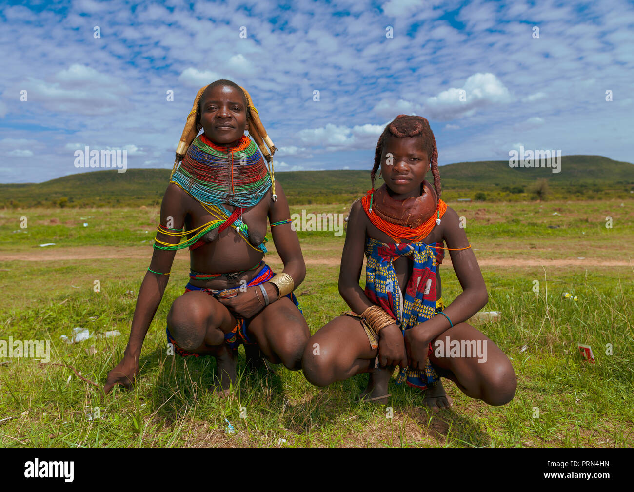 Mumuhuila tribe mother with her teenage daughter, Huila Province, Chibia, Angola Stock Photo