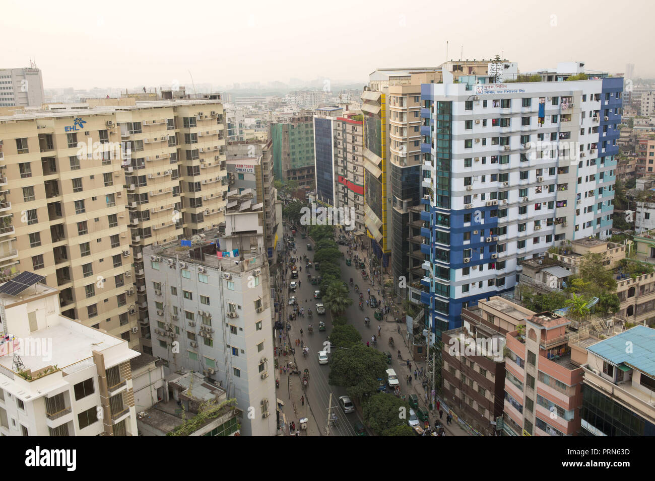 Dhaka, Bangladesh. 3rd Oct, 2018. DHAKA, BANGLADESH - OCTOBER 03 : A general view of the Bangladeshi capital city Dhaka in Dhaka, Bangladesh on October 03, 2018.Dhaka is the main hub of economic activity in the country Bangladesh, generating a fifth of national GDP and nearly half of all formal jobs. Credit: Zakir Hossain Chowdhury/ZUMA Wire/Alamy Live News - Stock Image